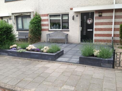 Th verbouwingen voor huis tuin for Strakke voortuin