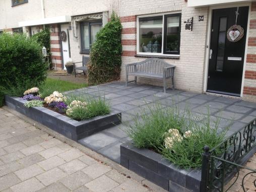 Th verbouwingen voor huis tuin for Voortuin strak modern